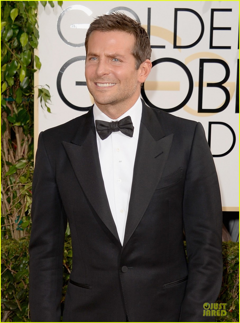 bradley cooper golden globes 2014 red carpet 06