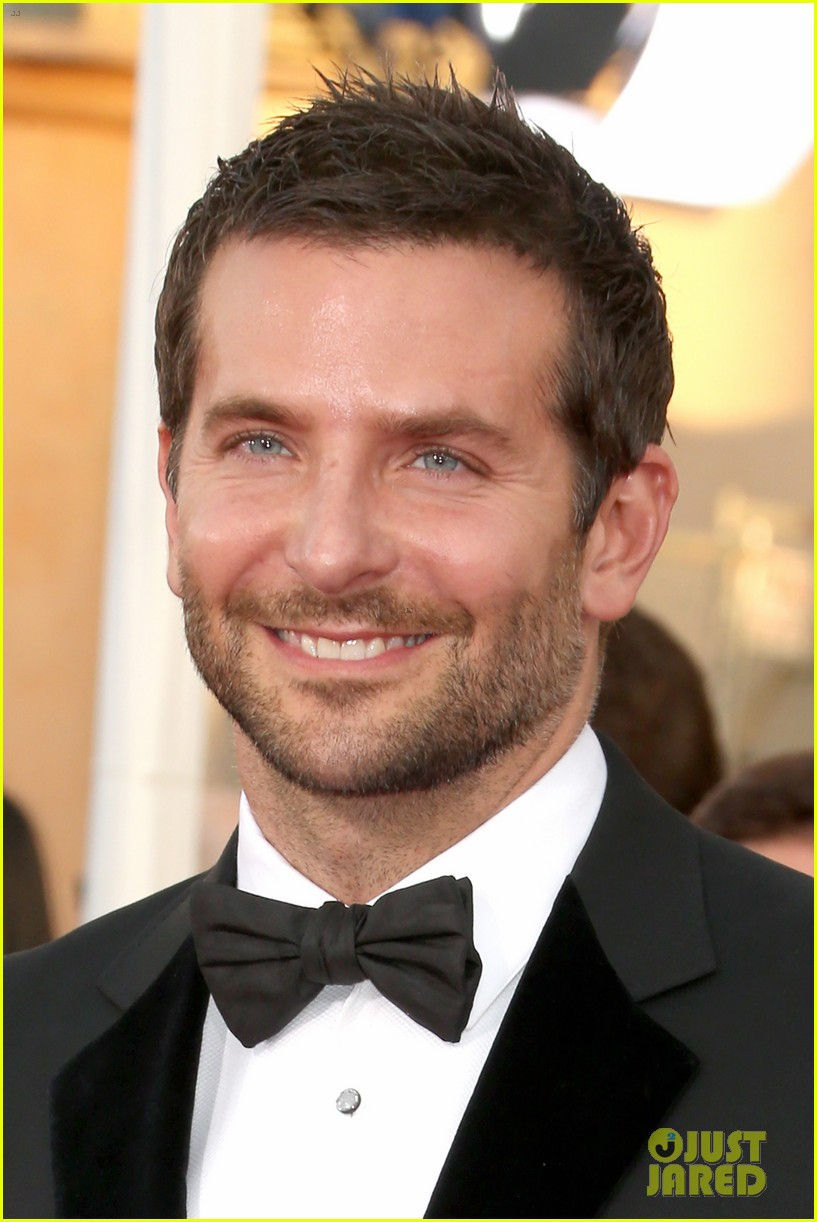 bradley cooper sag awards 2014 red carpet 01