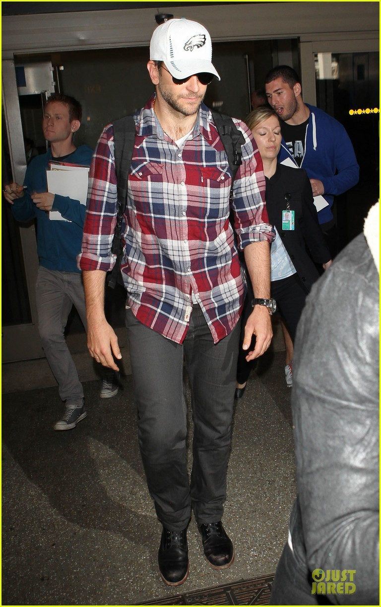 bradley cooper suki waterhouse lax arrival in the new year 013022647
