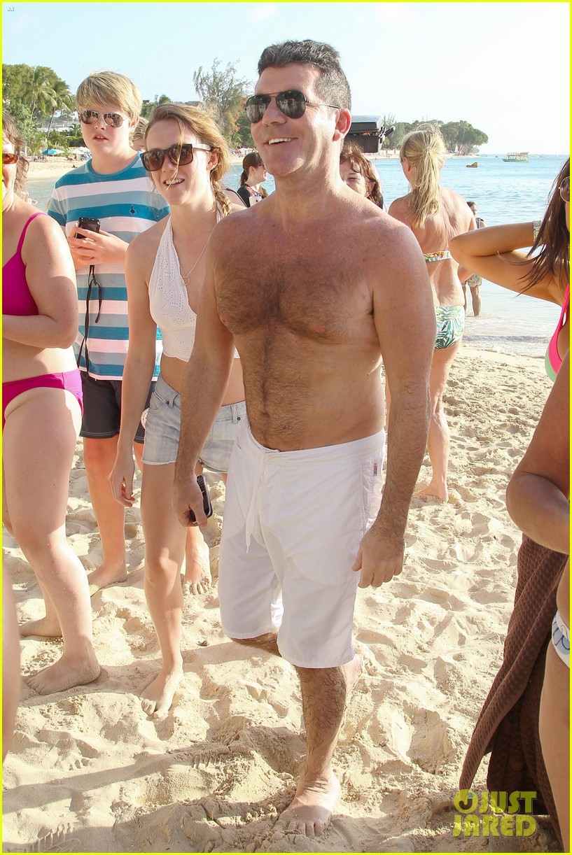 shirtless simon cowell draws large female crowd at the beach 12
