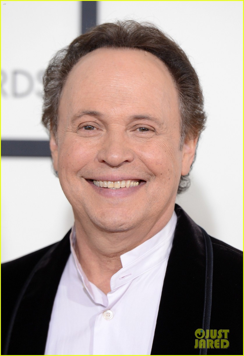 billy crystal grammys 2014 red carpet 06