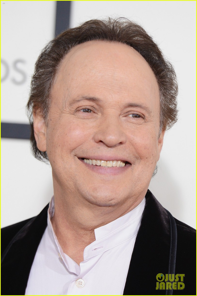 billy crystal grammys 2014 red carpet 073040872