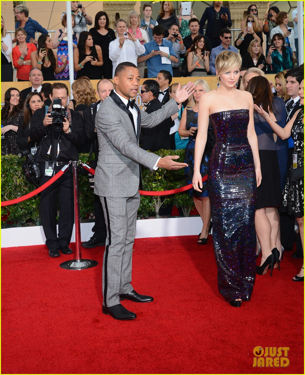 cuba gooding jr rushes the stage at sag awards 2014 033034859