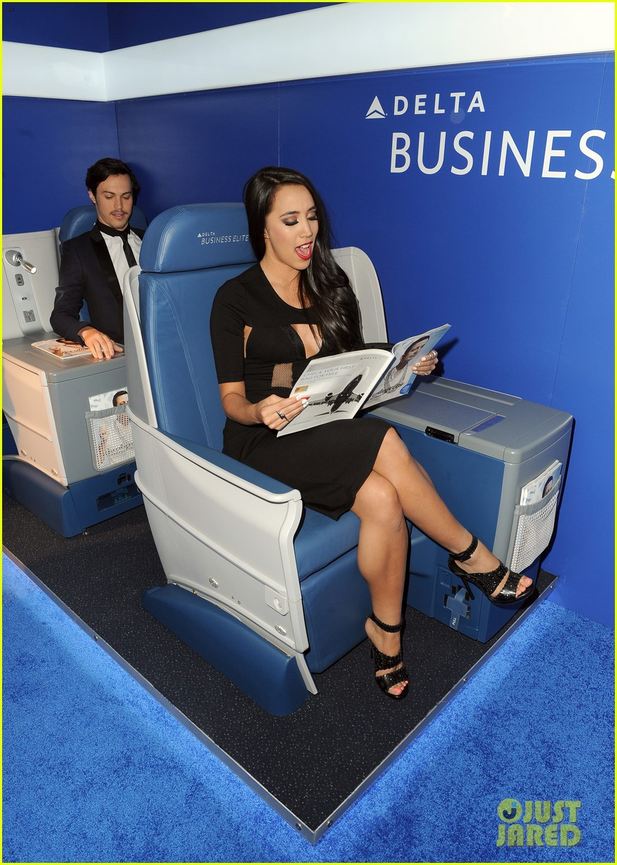 kaley cuoco ryan sweeting delta airlines pre grammy party 103039158