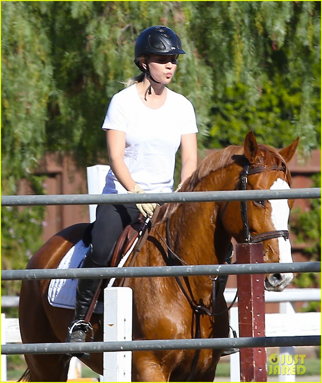 kaley cuoco goes horseback riding after her wedding 02