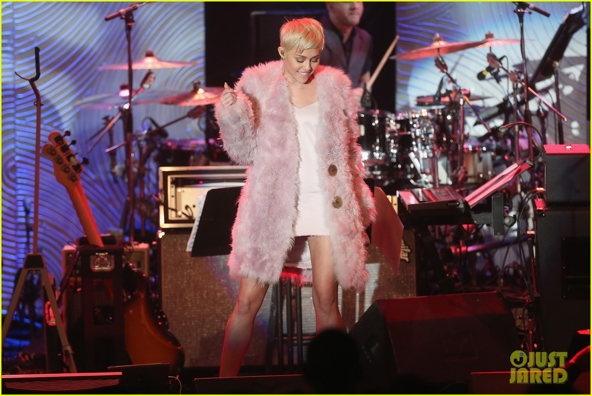 miley cyrus performs at clive davis grammys gala video 11
