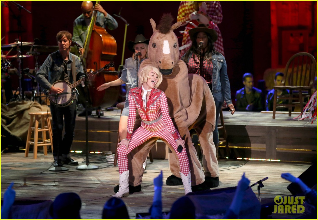 watch every miley cyrus mtv unplugged performance here 163043838