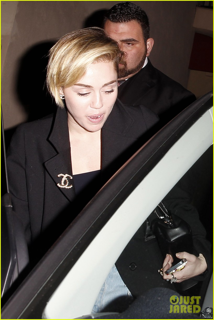 miley cyrus warwick night out after new years 13