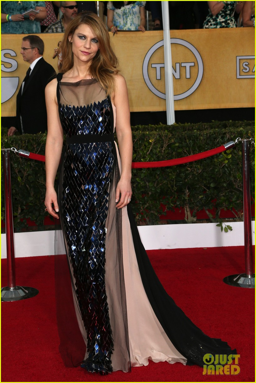 claire danes sag awards 2014 red carpet with hugh dancy 03