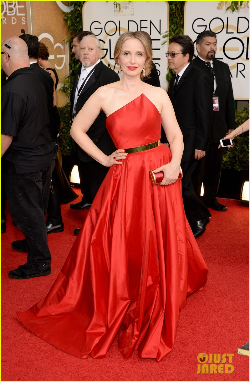julie delpy golden globes 2014 red carpet 013029715