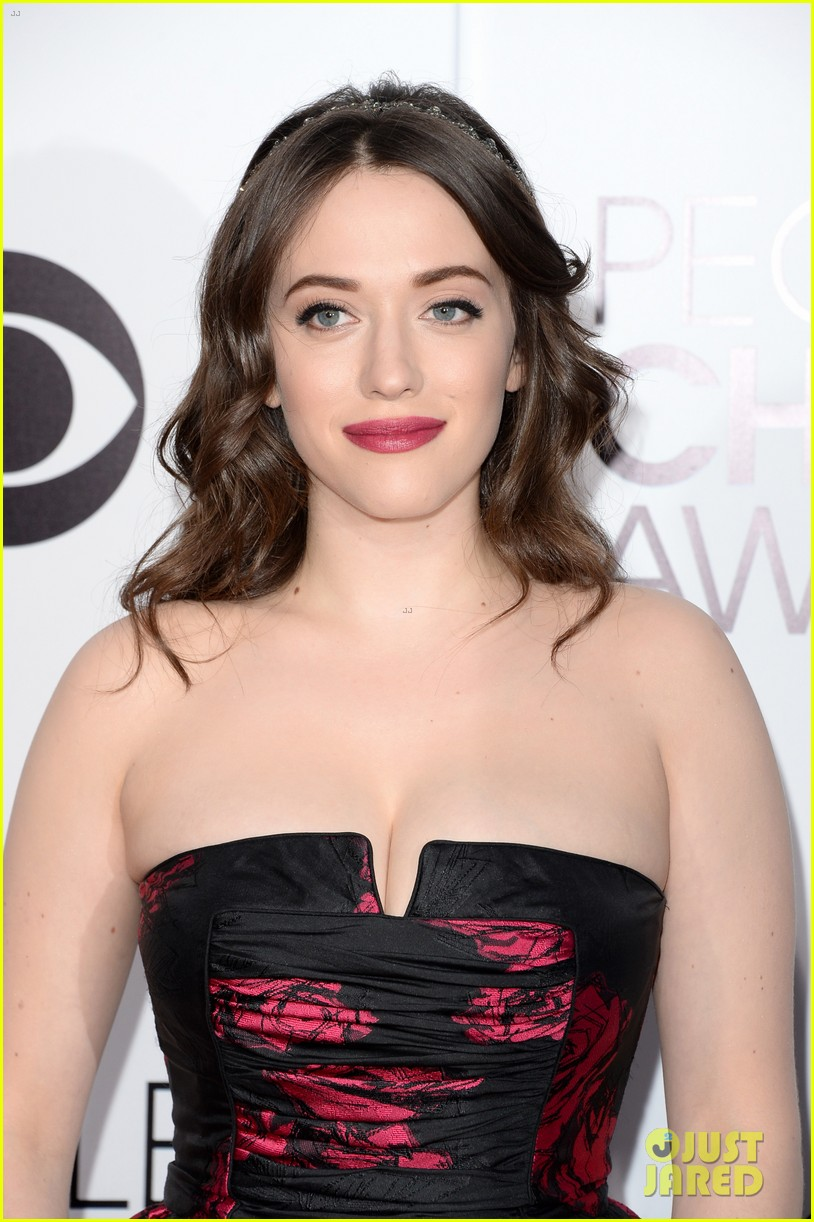 kat dennings beth behrs peoples choice awards 2014 red carpet 02