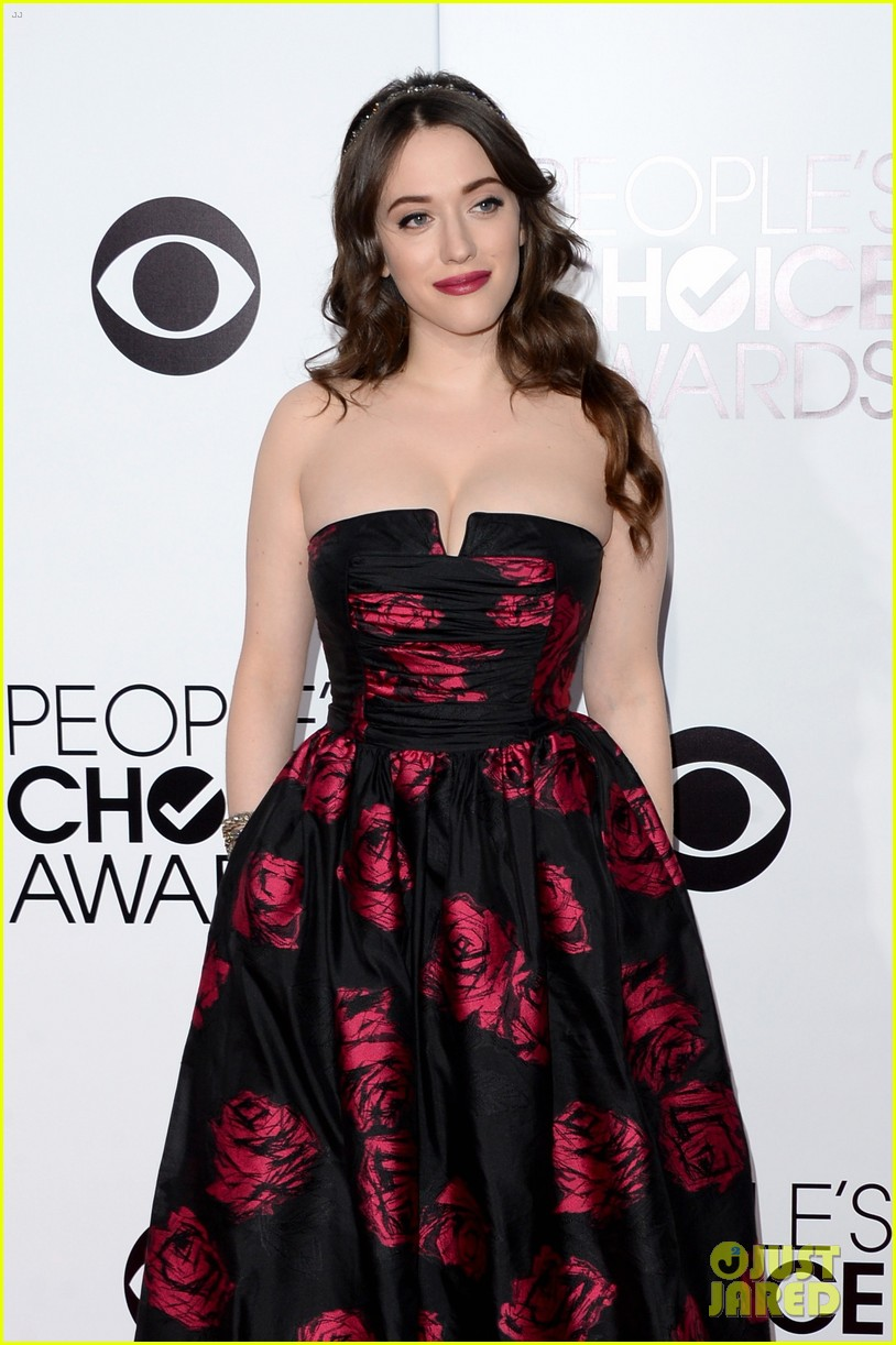 kat dennings beth behrs peoples choice awards 2014 red carpet 07