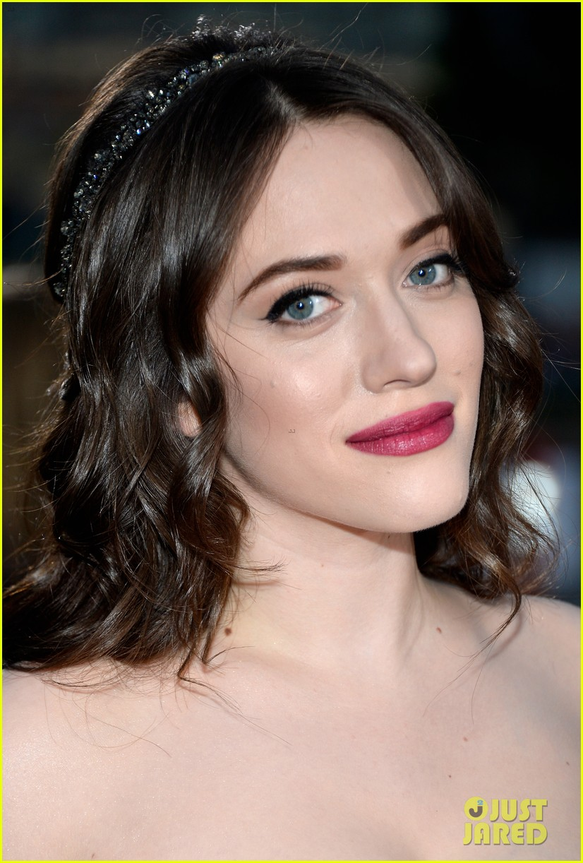 kat dennings beth behrs peoples choice awards 2014 red carpet 11