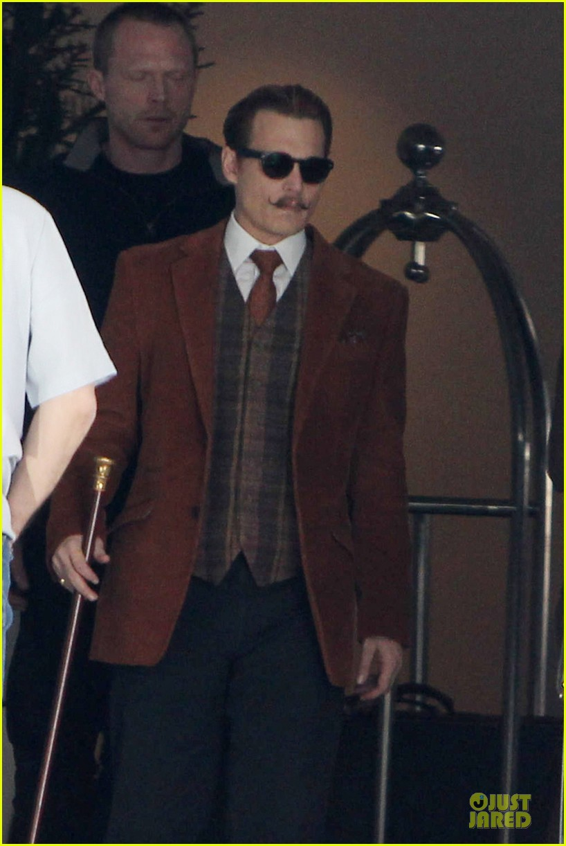 johnny depp mortdecai set with bikini clad babes 04