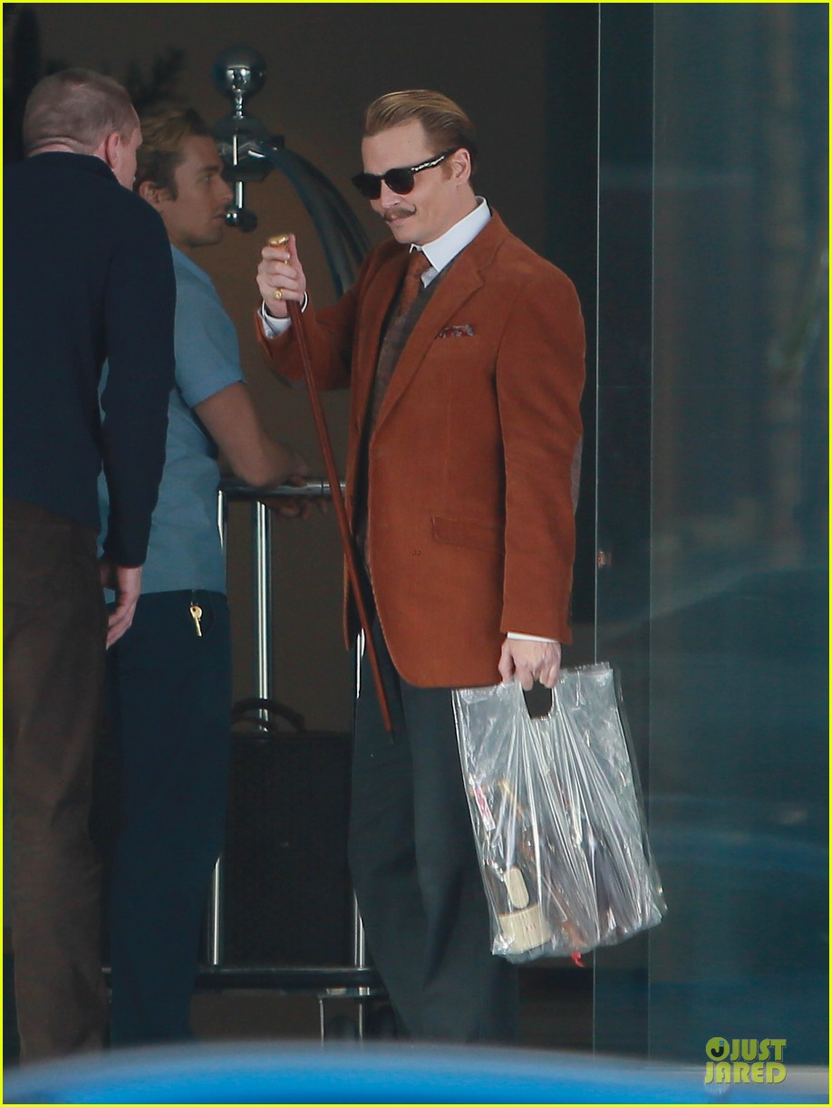 johnny depp mortdecai set with bikini clad babes 123024204