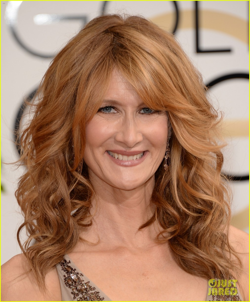 laura dern golden globes 2014 red carpet 033029736