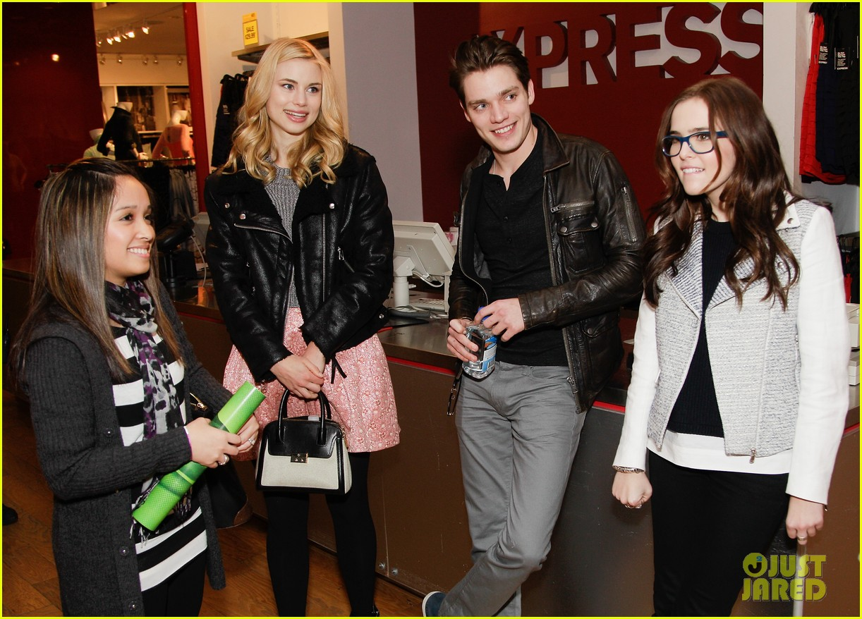 zoey deutch lucy fry vampire academy houston signing 01