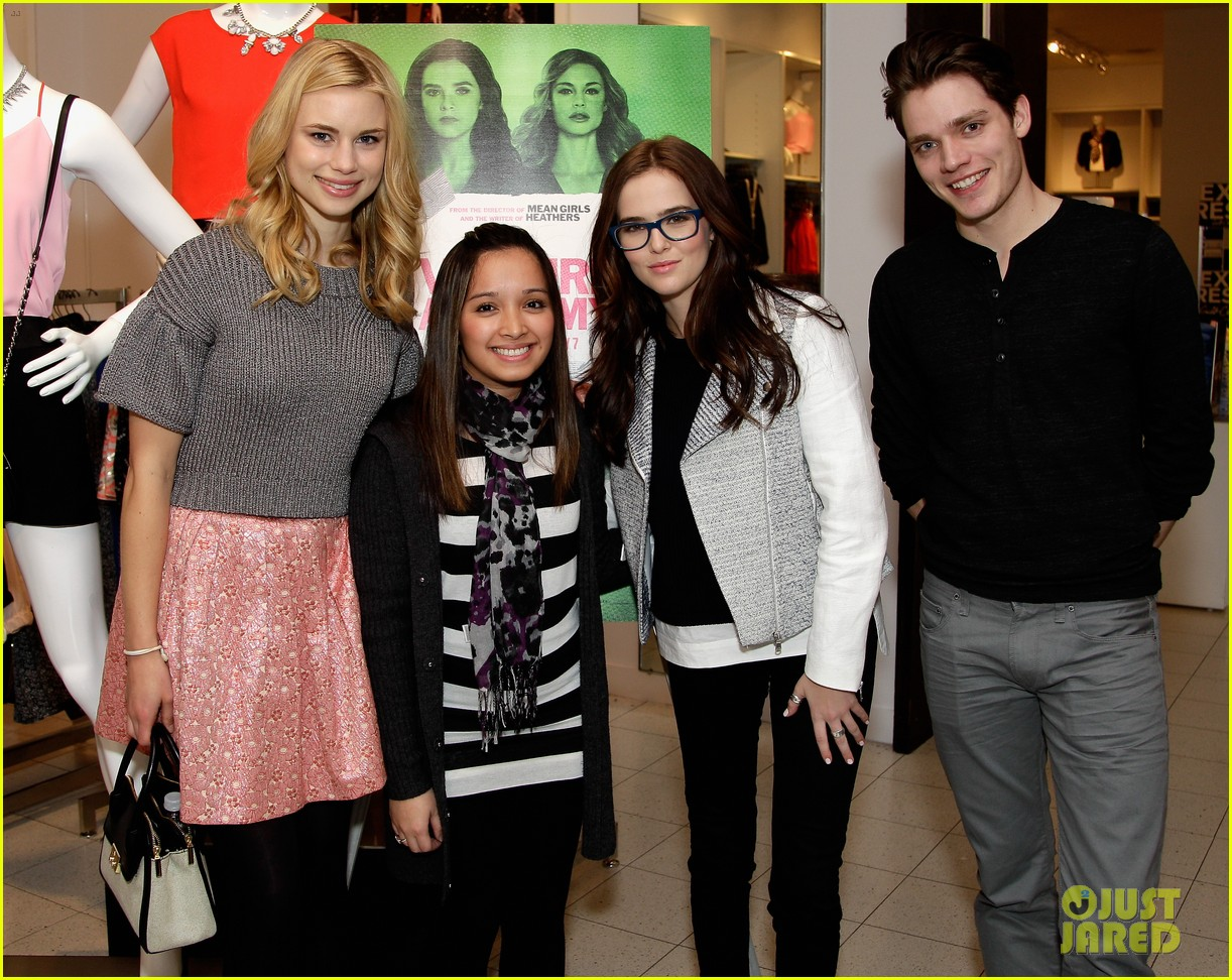 zoey deutch lucy fry vampire academy houston signing 02