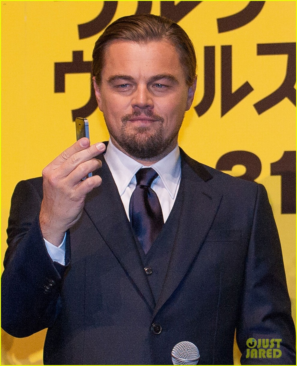 leonardo dicaprio captures wolf of wall street tokyo premiere on his iphone 073043321