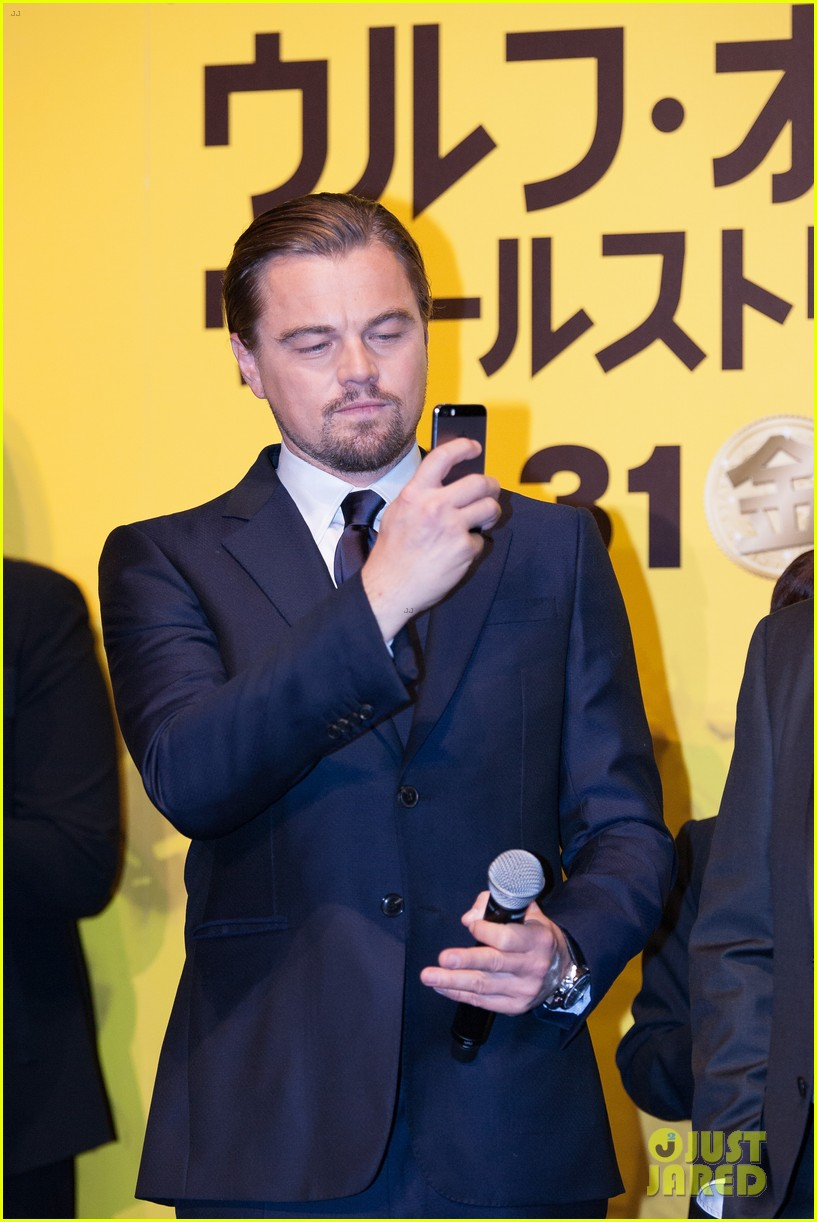 leonardo dicaprio captures wolf of wall street tokyo premiere on his iphone 093043323