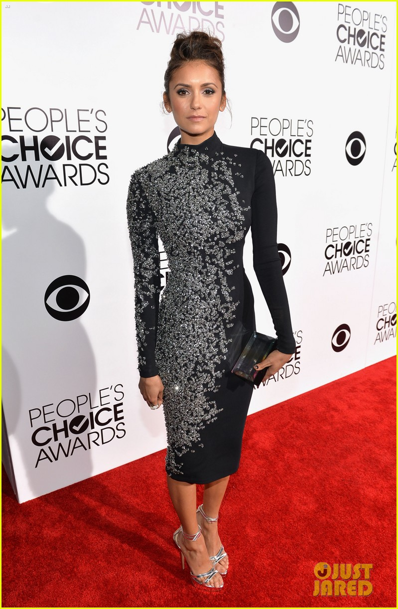 nina dobrev peoples choice awards 2014 red carpet 03