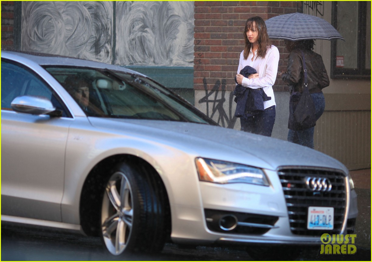 jamie dornan dakota johnson anastasia gets her new car 35