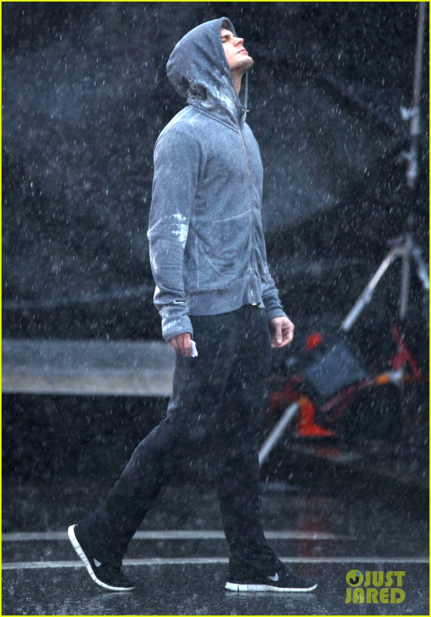 jamie dornan runs in the rain for fifty shades of grey 19