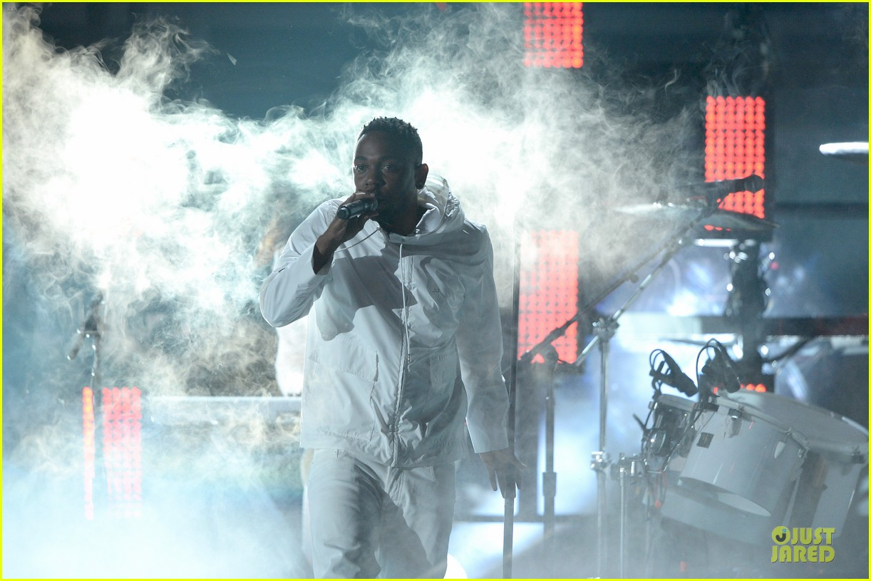 imagine dragons performs radioactive with kendrick lamar at grammys 2014 video 08