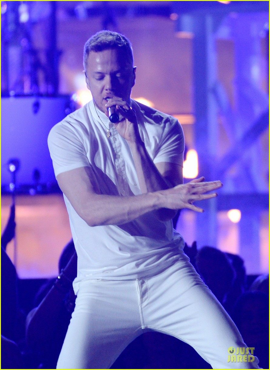 imagine dragons performs radioactive with kendrick lamar at grammys 2014 video 143041427
