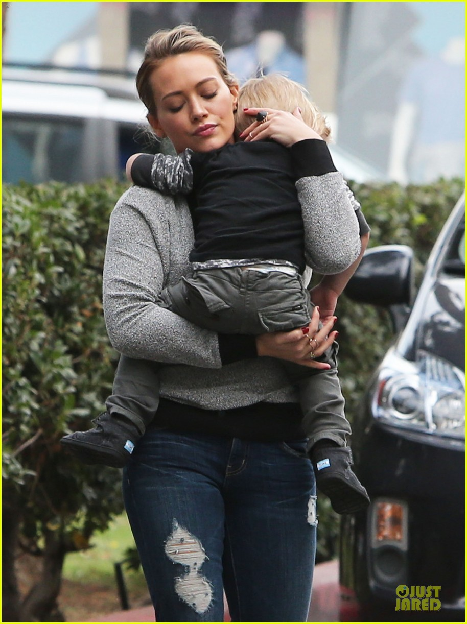 hilary duff weekend flea market stop with luca 143041791