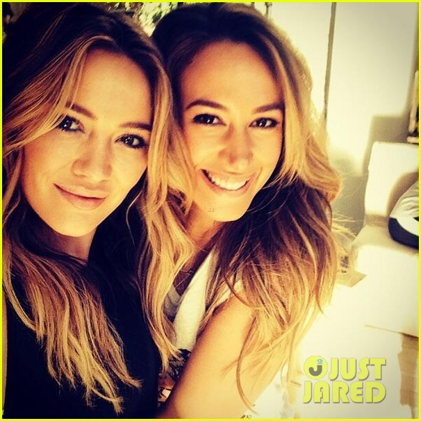 hilary duff films real girls kitchen with bib sis haylie 02