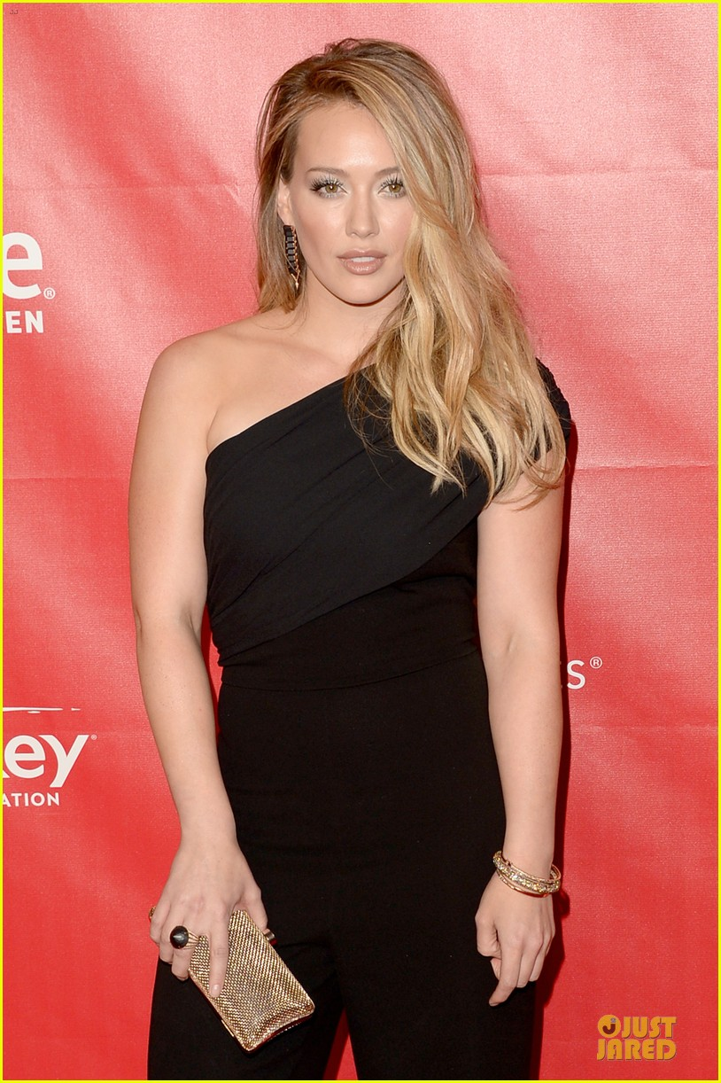 hilary duff shoulders musicares gala 2014 073039806