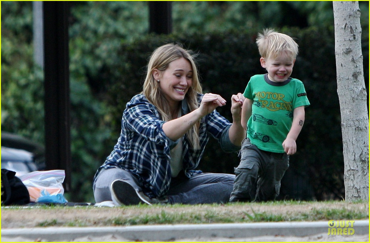 hilary duff park date with luca after hair appointment 03