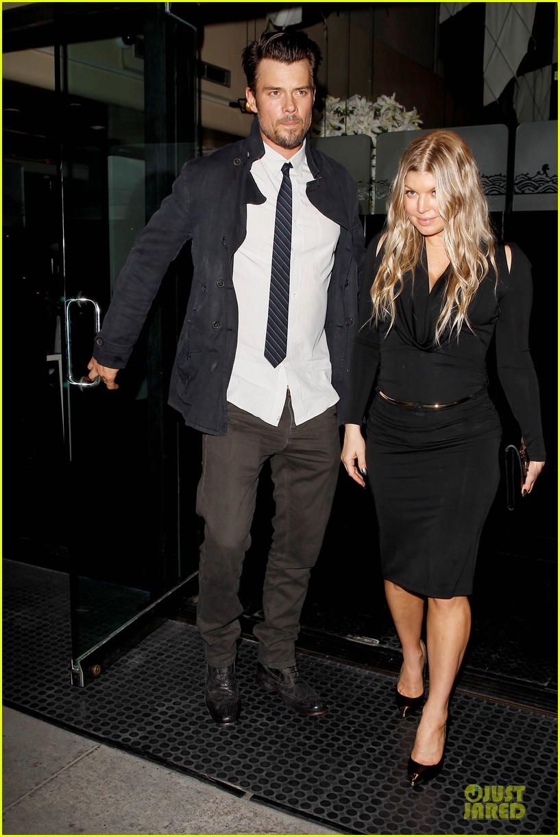 fergie josh duhamel celebrate fifth wedding anniversary 01