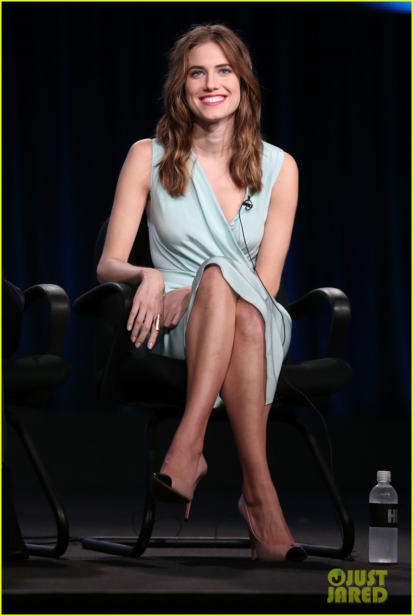 lena dunham allison williams girls tca winter tour panel 093026618
