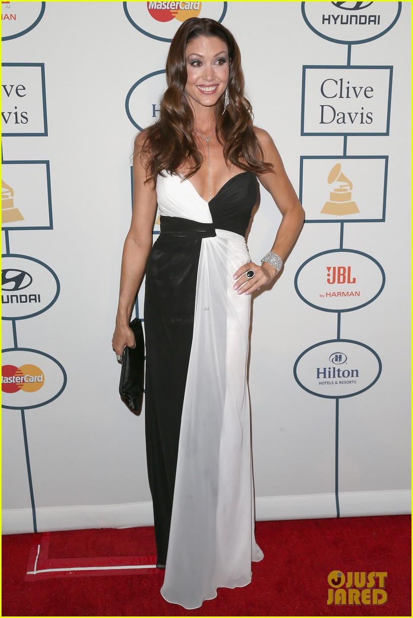 shannon elizabeth russell simmons new couple at grammys party 113040428