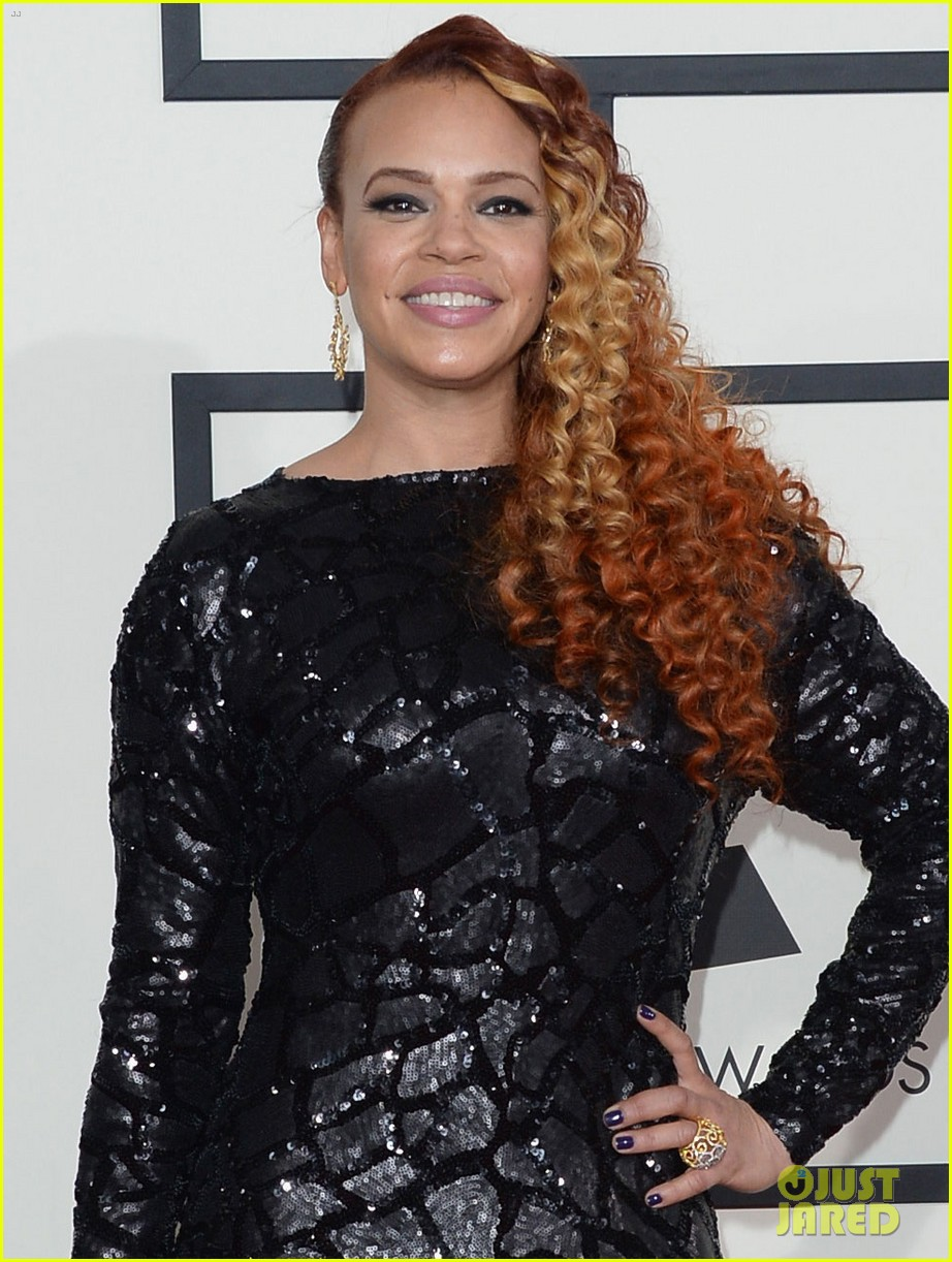 faith evans grammys 2014 red carpet 043040954