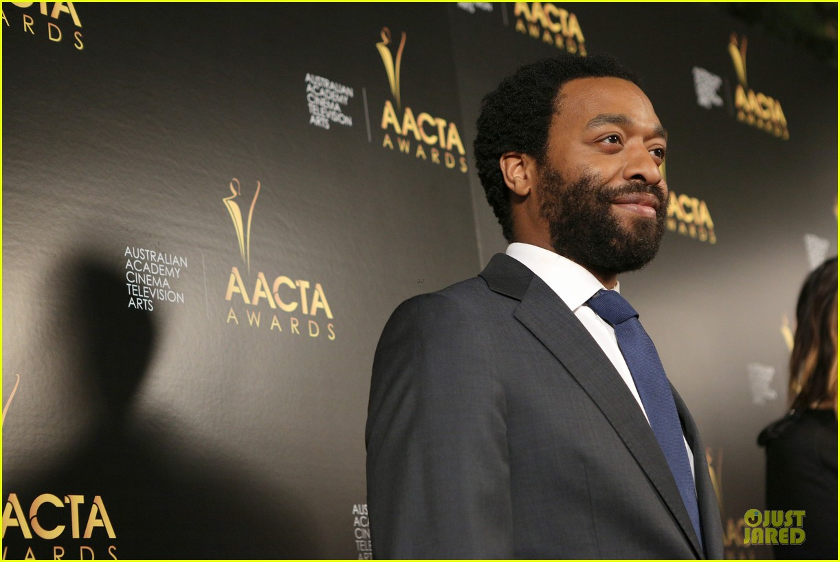 michael fassbender chiwetel ejiofor winners at aacta awards 2014 09