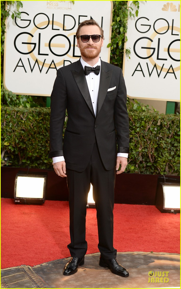 michael fassbender golden globes 2014 red carpet 01