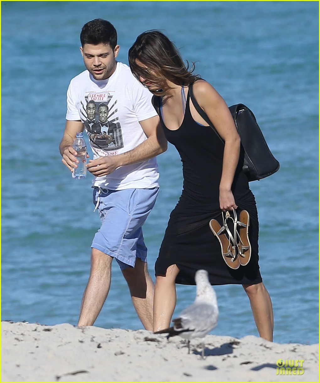 jerry ferrara shirtless miami beach lounging with girlfriend 07
