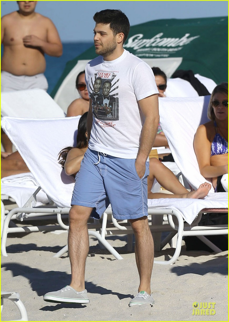 jerry ferrara shirtless miami beach lounging with girlfriend 09