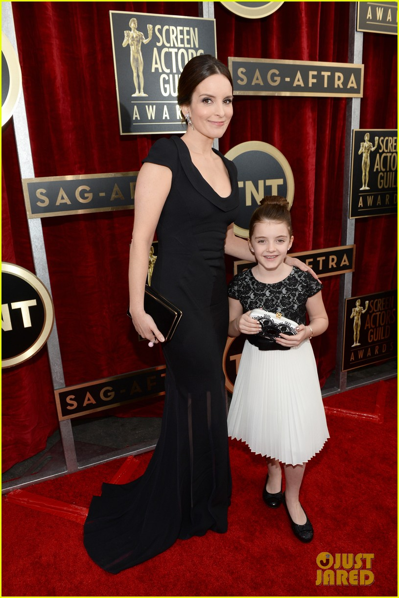 tina fey brings daughter alice to sag awards 2014 04