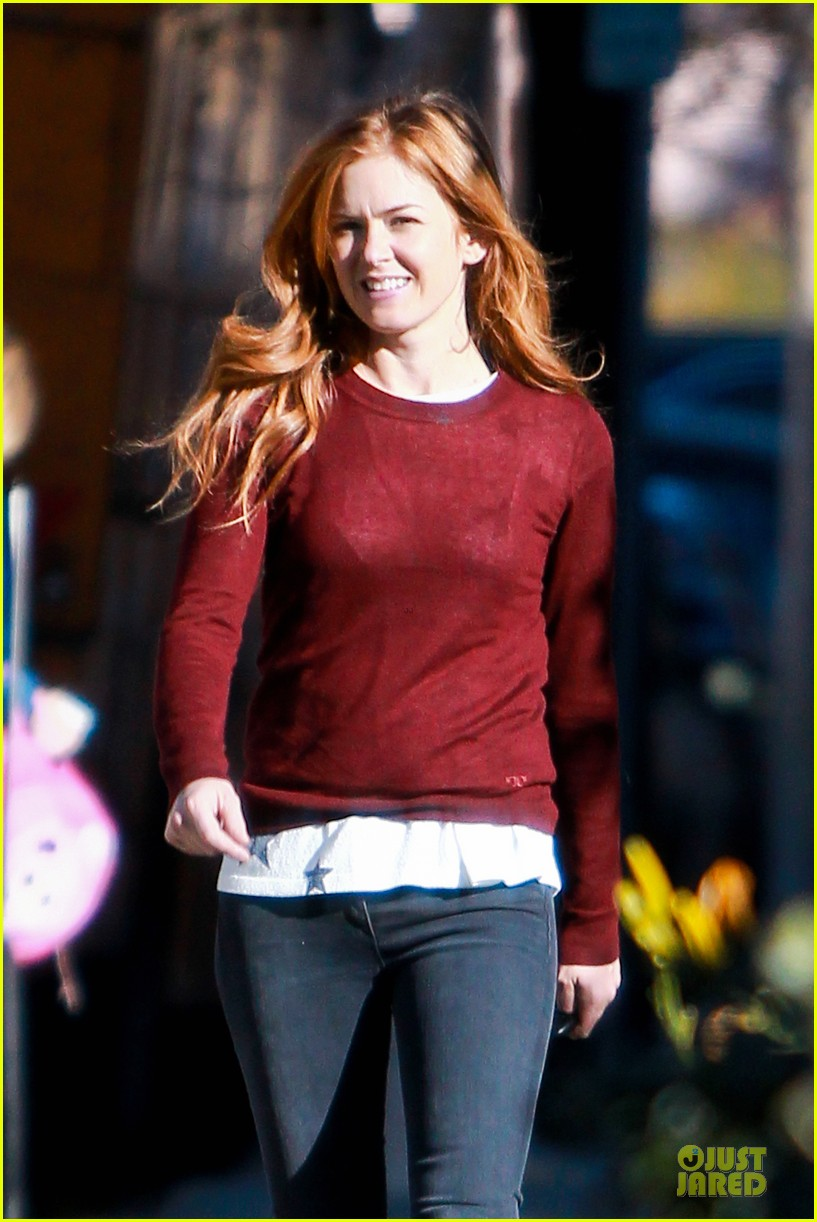 isla fisher runs errands before the sag awards 133031392