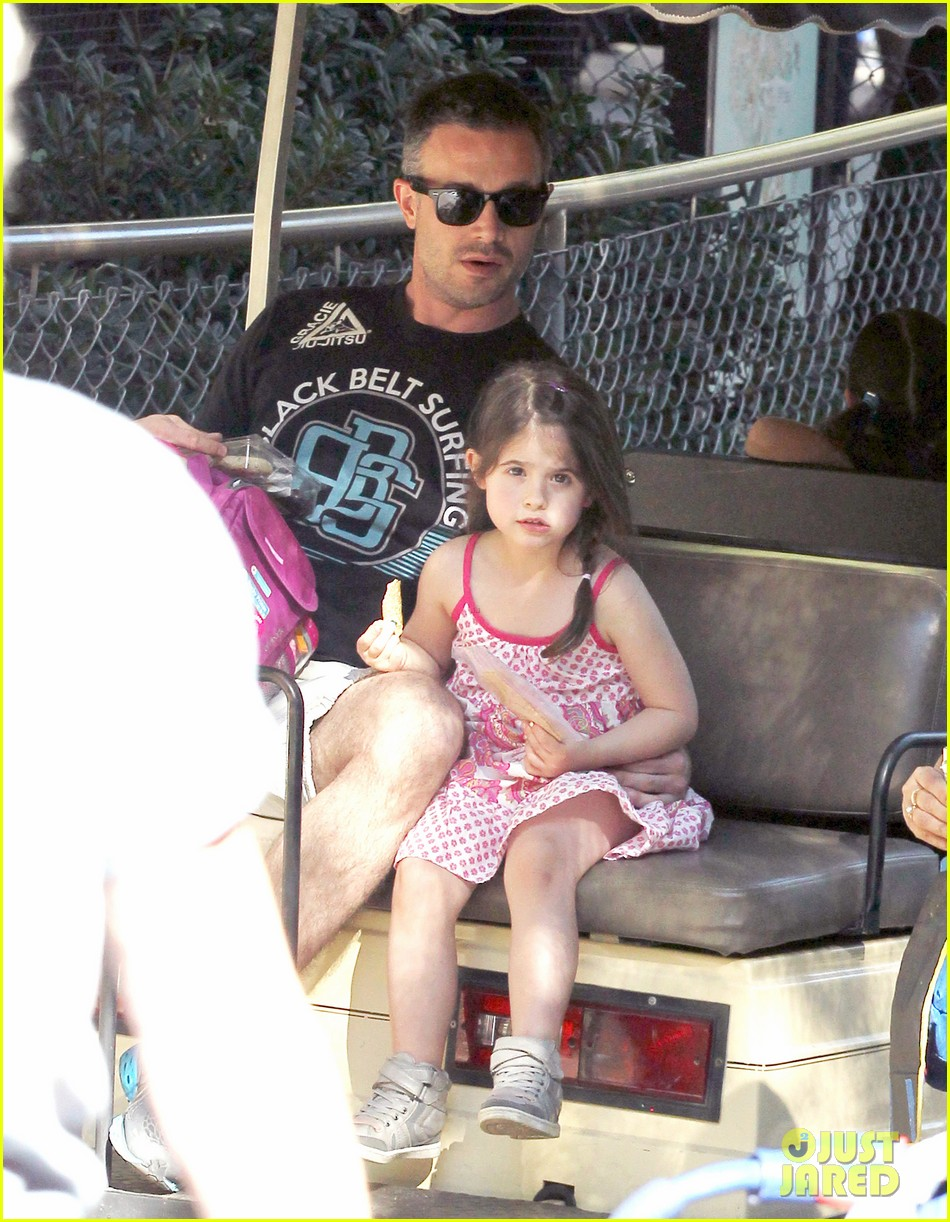 freddie prinze jr charlotte have father daughter zoo date 08