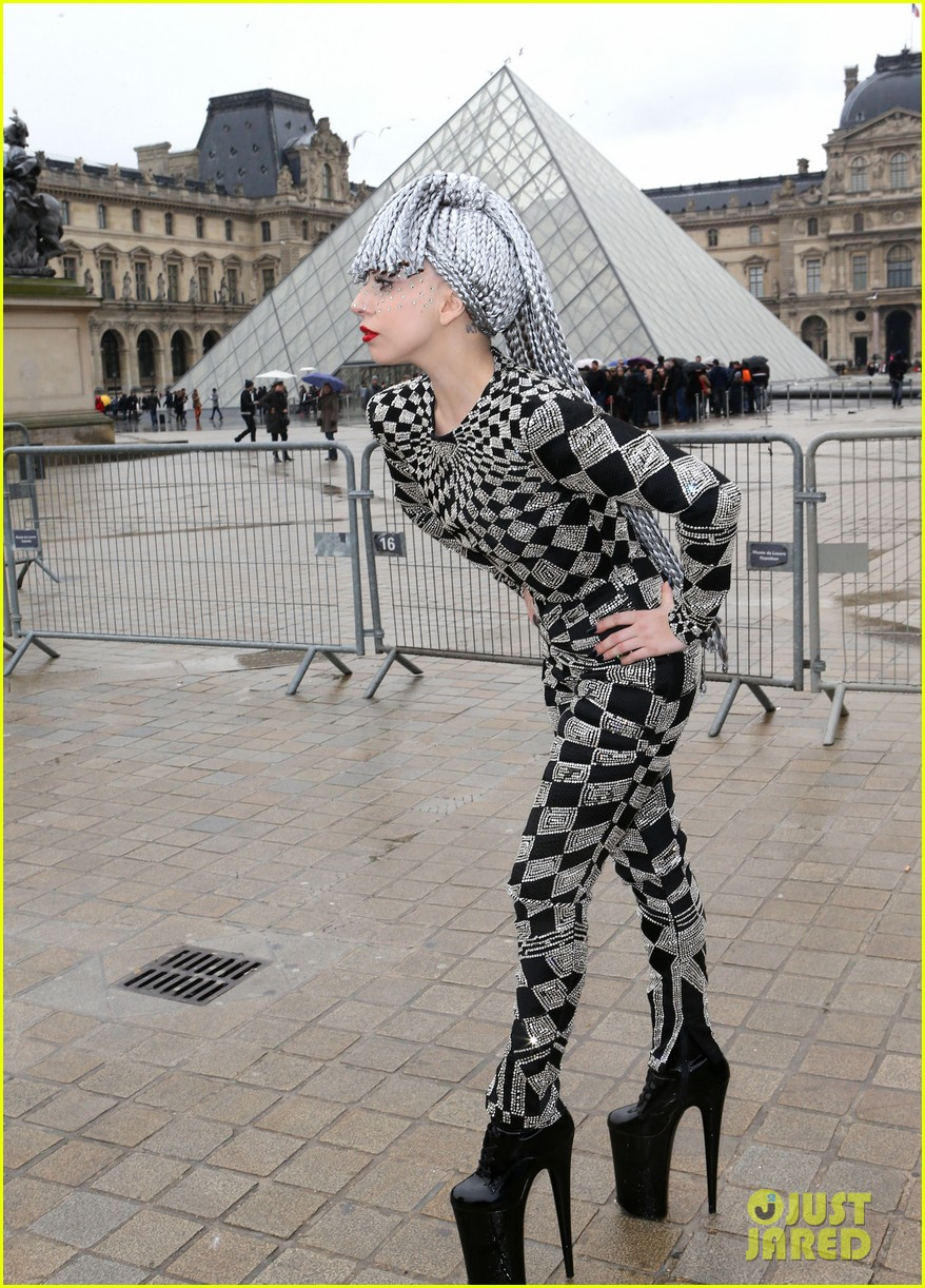 lady gaga visits museums during paris trip 033036312