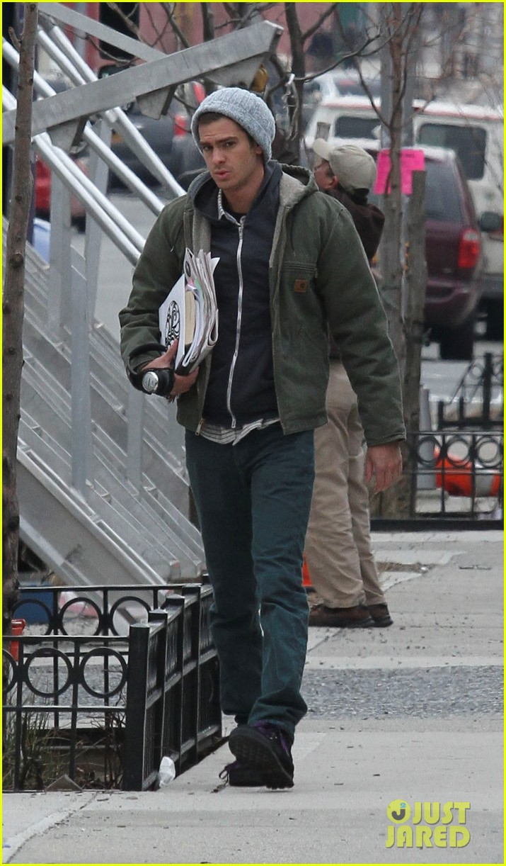 andrew garfield shoots reshoots for amazing spider man 2 033037034