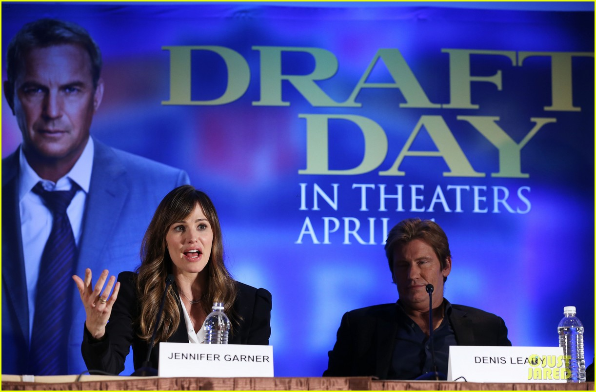 jennifer garner kevin costner draft day super bowl commercial watch now 143045221