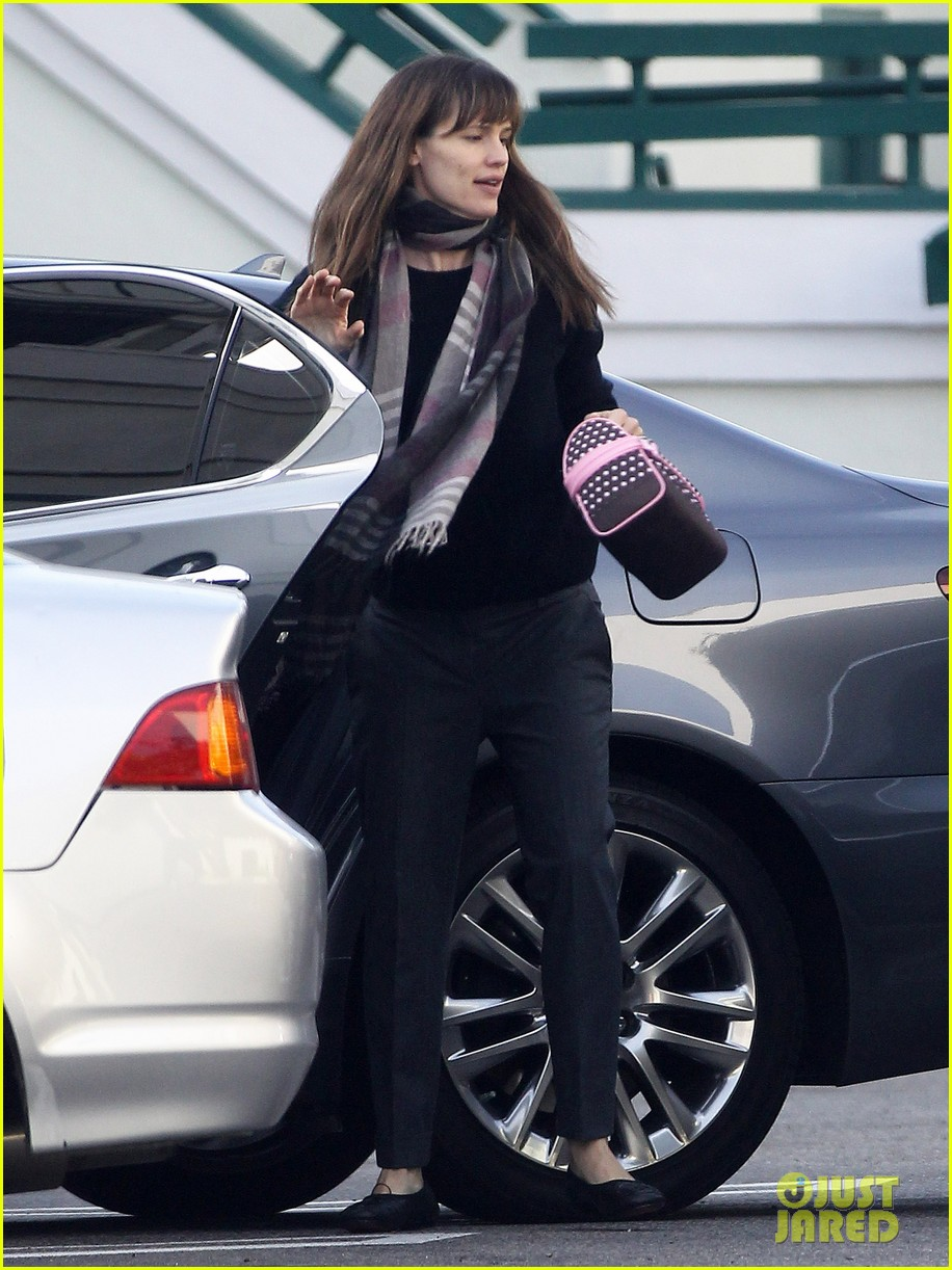 jennifer garner looks fresh faced after holiday break 063026338