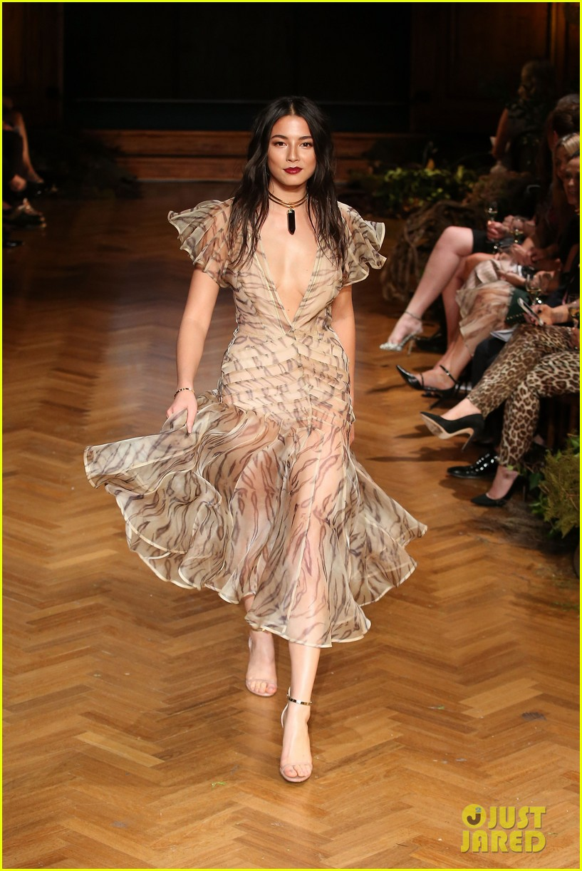 jessica gomes hits the runway for david jones collection launch 093044072