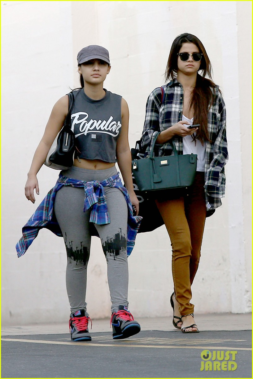 selena gomez shops before hanging out with justin bieber 09